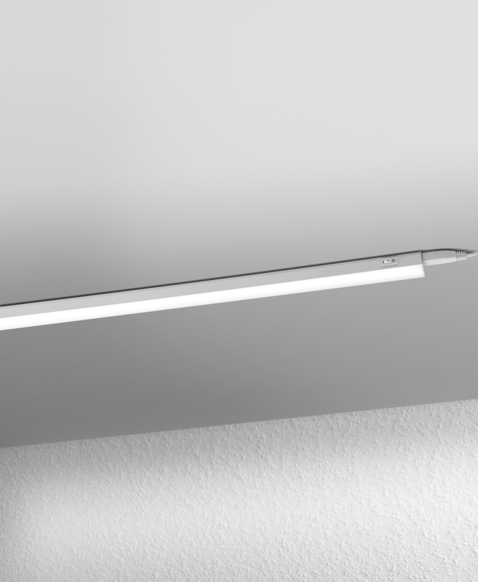 LED Switch Batten 900mm 10W 830